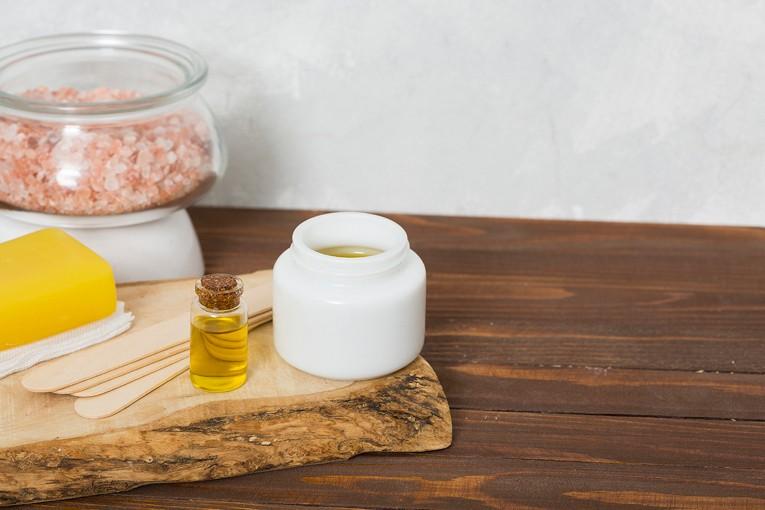 Evde saç bakımı için çörek otu yağı kullanabilirsiniz