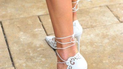 Topuklu ayakkabı giymek için