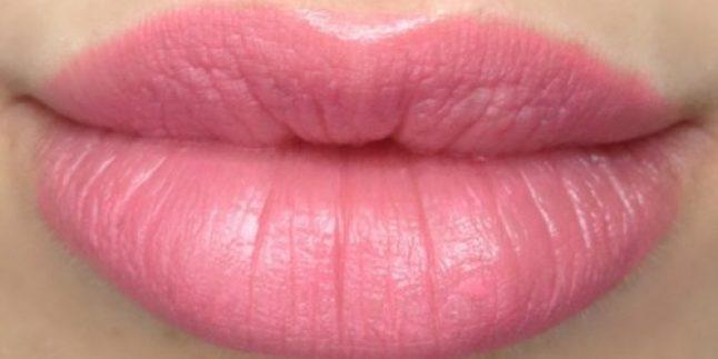 Dolgun ve güzel şekilli dudaklara doğru bir adım